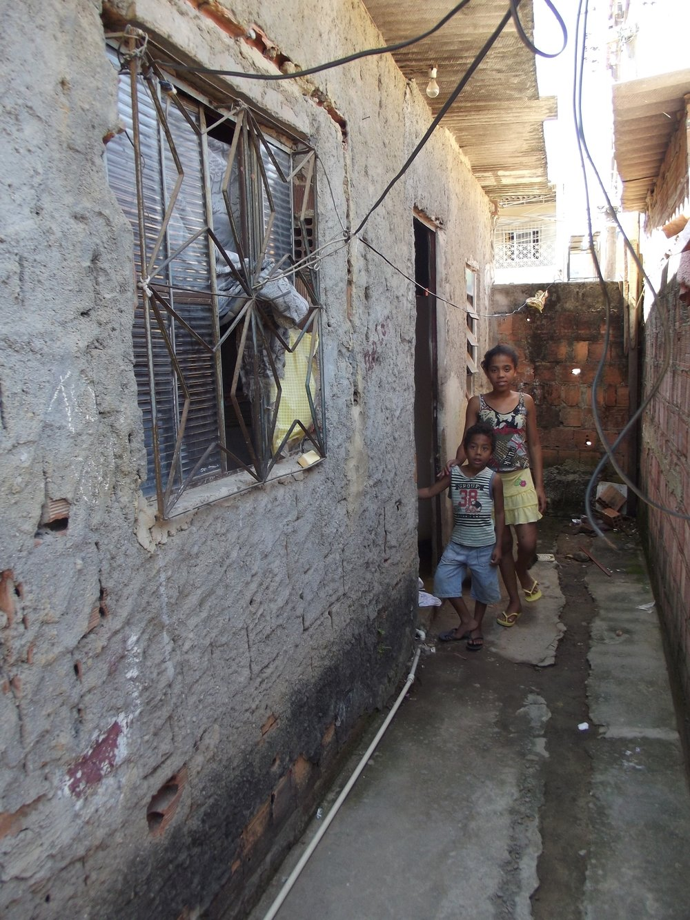 The kind of housing conditions that Associação Saúde Criança tackles in their approach to health